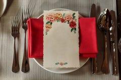 Vista superior de la tarjeta floral del menú con el espacio vacío para el texto en stylis Fotografía de archivo
