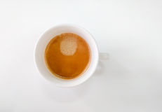 Vista superior de la taza de la taza que contiene el café caliente del capuchino Foto de archivo