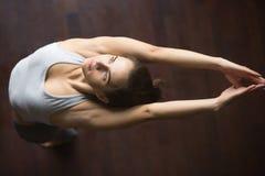 Vista superior de la variación de la actitud de la yoga de la montaña imagen de archivo libre de regalías
