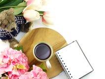 Vista superior de la vida de la taza y todavía de la torta de café de la mañana Fotografía de archivo libre de regalías
