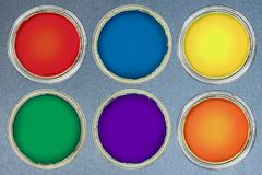 Vista superior de las latas de un color Fotografía de archivo libre de regalías