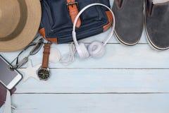 Vista superior de los accesorios del viajero con el espacio de la copia Fotografía de archivo libre de regalías