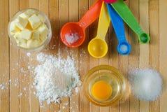 Vista superior de los ingredientes de la hornada Foto de archivo libre de regalías
