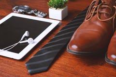 Vista superior de los objetos y de los accesorios del hombre de negocios Fotografía de archivo libre de regalías