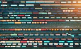 Vista superior de los trenes del cargo Silueta del hombre de negocios Cowering Fotos de archivo
