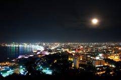 Vista superior de Pattaya en la noche Imagen de archivo
