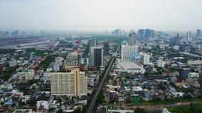 Vista superior de rascacielos en una ciudad grande Paisaje urbano de la ciudad en Asia Tailandia Vista superior de la ciudad mode almacen de metraje de vídeo