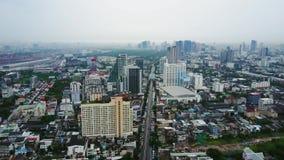 Vista superior de rascacielos en una ciudad grande Paisaje urbano de la ciudad en Asia Tailandia Vista superior de la ciudad mode almacen de video