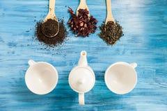 Vista superior de três copos de chá vazios Imagens de Stock