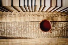 Vista superior de um livro e de um copo Imagens de Stock Royalty Free