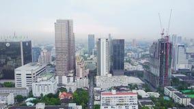 Vista superior de uma cidade global com construções do desenvolvimento, transporte de Hong Kong, infraestrutura do poder da energ video estoque