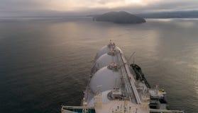 Vista superior de un petrolero grande del GASERO y de un petrolero que se colocan de lado a lado Imagenes de archivo