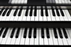 Vista superior de un teclado del órgano de la iglesia Fotos de archivo libres de regalías
