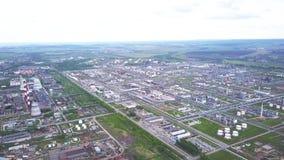 Vista superior del área industrial enorme clip Zona industrial que consiste en un grande de tiendas y de almacenes industriales metrajes