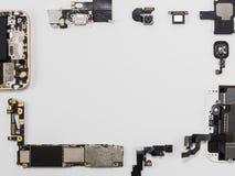 Vista superior del aislante elegante de los componentes del teléfono imágenes de archivo libres de regalías