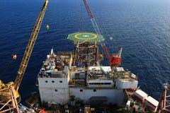 Vista superior del aparejo de perforación petrolífera en el mar Foto de archivo