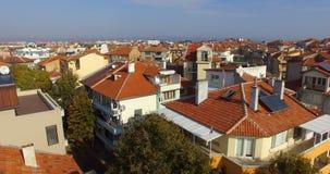 Vista superior del bulevar de la playa en Pomorie, Bulgaria almacen de metraje de vídeo