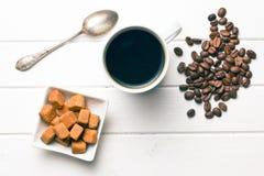 Vista superior del café con el azúcar marrón fotografía de archivo