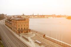 Vista superior del camino, de la ciudad y del agua en la ciudad de Estocolmo, Suecia foto de archivo