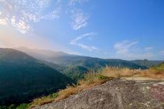 Vista superior del cielo de la montaña imagen de archivo libre de regalías