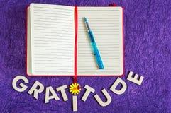 Vista superior del diario de la gratitud fotos de archivo libres de regalías