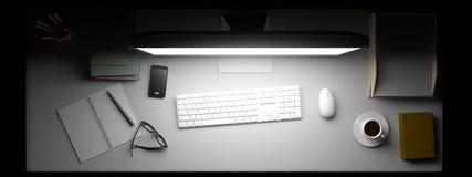 Vista superior del espacio de trabajo con el ordenador y de otros elementos en la tabla Imagen de archivo libre de regalías