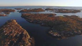 Vista superior del mar y de las montañas de Noruega almacen de video