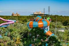 Vista superior del parque del agua de Aquatica, Ritz Carlton, Jw Marriott en fondo azul claro del cielo en área internacional de  imágenes de archivo libres de regalías