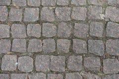 Vista superior del pavimento de los adoquines del granito Imágenes de archivo libres de regalías