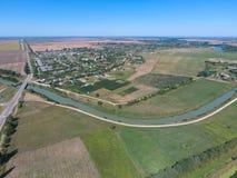 Vista superior del pequeño pueblo Fotos de archivo libres de regalías