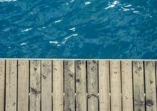 Vista superior del piso de madera del puerto en tiempo del día con el espacio de la copia imagen Imagenes de archivo