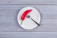 Vista superior del plato blanco con pimienta de chile Fotos de archivo libres de regalías