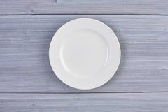 Vista superior del plato blanco limpio Fotos de archivo libres de regalías