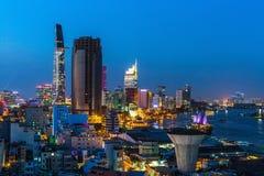 Vista superior del río de Saigon en la noche Foto de archivo