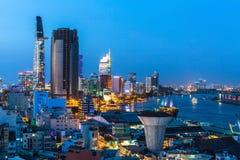 Vista superior del río de Saigon en la noche Imágenes de archivo libres de regalías