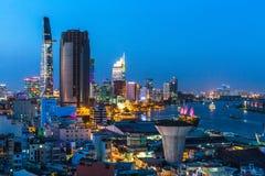 Vista superior del río de Saigon en la noche Foto de archivo libre de regalías