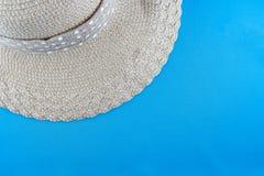 Vista superior del sombrero del verano de la playa con la cinta Imagen de archivo libre de regalías