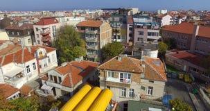 Vista superior del terraplén de la pesca en el Pomorie viejo, Bulgaria almacen de metraje de vídeo