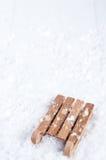 Vista superior del trineo de madera en la nieve Fotos de archivo