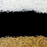 Vista superior do arroz 'paddy' e da semente do arroz no fundo preto para isolado Fotografia de Stock Royalty Free
