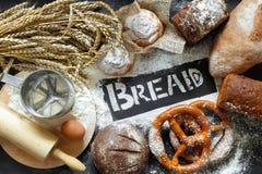 Vista superior do bakeing e do pão foto de stock royalty free