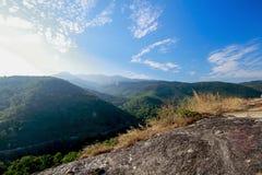 Vista superior do céu da montanha imagens de stock royalty free
