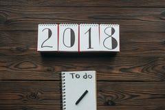 vista superior do calendário 2018 e do caderno com para fazer a rotulação ilustração do vetor