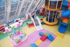 Vista superior do campo de jogos macio do ` s das crianças moscow 30 07 2018 foto de stock royalty free