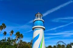 Vista superior do farol e das palmeiras em bonito em Seaworld na área internacional da movimentação fotografia de stock