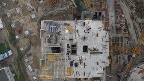 Vista superior do local residencial inacabado da construção civil vídeos de arquivo
