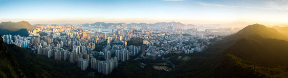 Vista superior do parque da rocha do leão, do onver Kowloon do por do sol e do Hong foto de stock