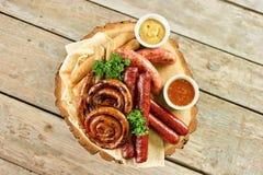 Vista superior do prato da variedade da salsicha Fotografia de Stock