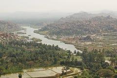 Vista superior do rio de Hampi e de Tungabhadra, Hampi, Índia Imagens de Stock Royalty Free