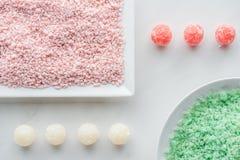 vista superior do sal verde e cor-de-rosa do mar e do sabão feito a mão imagem de stock royalty free
